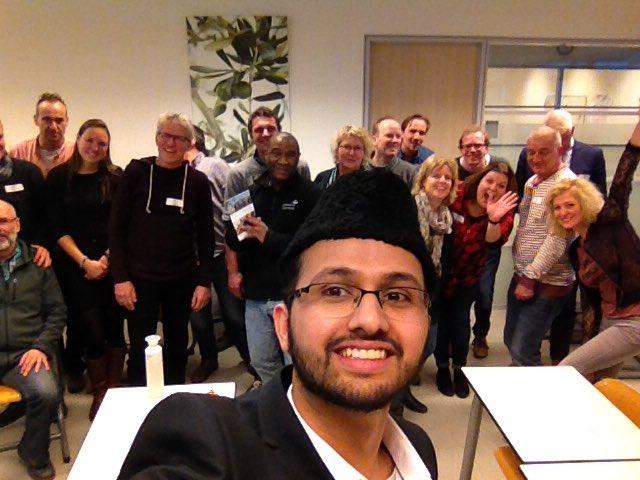 Foto: Safeer Siddiqui met zijn cursisten op Groenhorst Almere