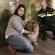 De hond met haar baasje de agent (Foto: politie Almere Stad)