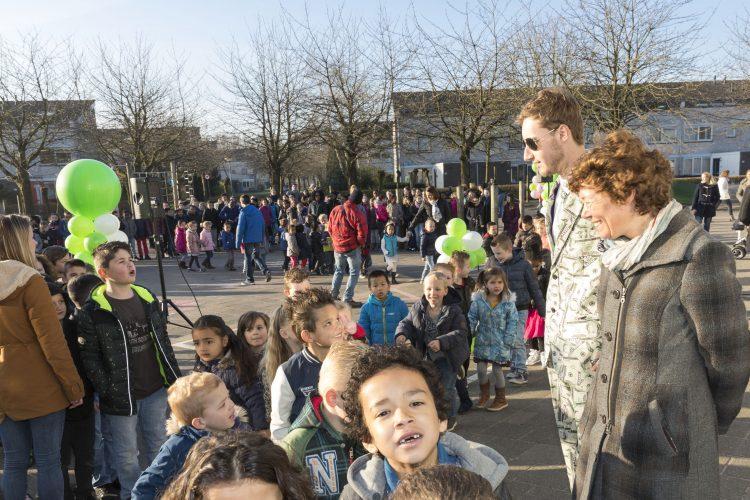 Wethouder De Jonge (rechts) tijdens de opening van De Week Van Het Geld.