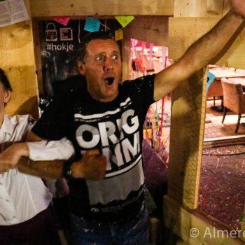 Foto: Zanger Mario Broerse werd donderdagavond na twaalf uur bevrijdt door Julia.